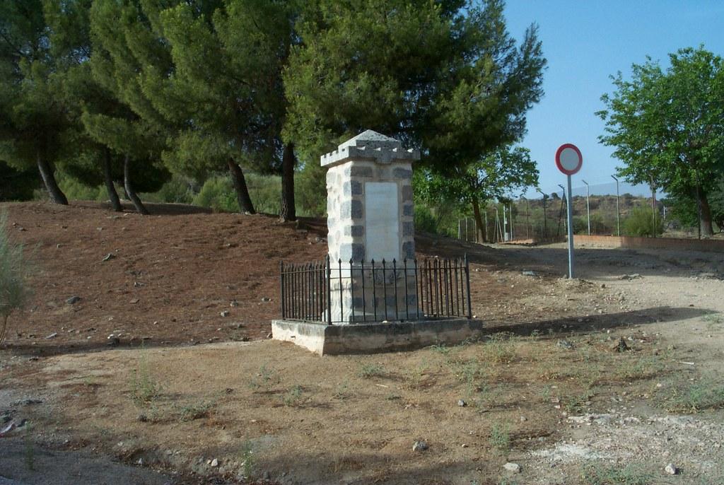 Monumento al cadete Almansa en su actual emplazamiento, colección de José Luis Isabel