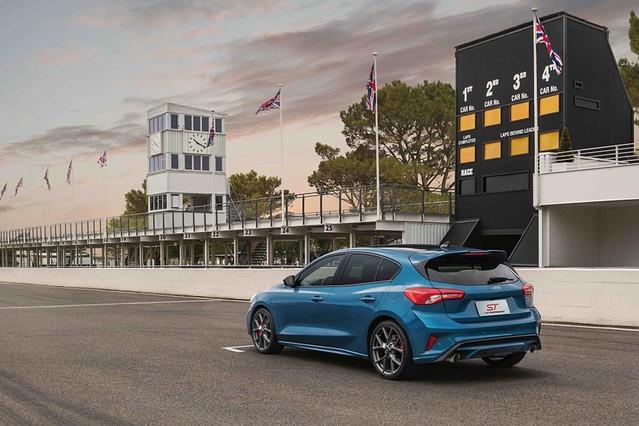 【圖三】New Ford Focus ST以C2高剛性底盤搭載賽道級懸吊系統,並結合首度運用於Focus的CCD主動式懸載調整系統與eLSD電子式限滑差速器,展現前驅鋼砲王者紮實的底盤功夫