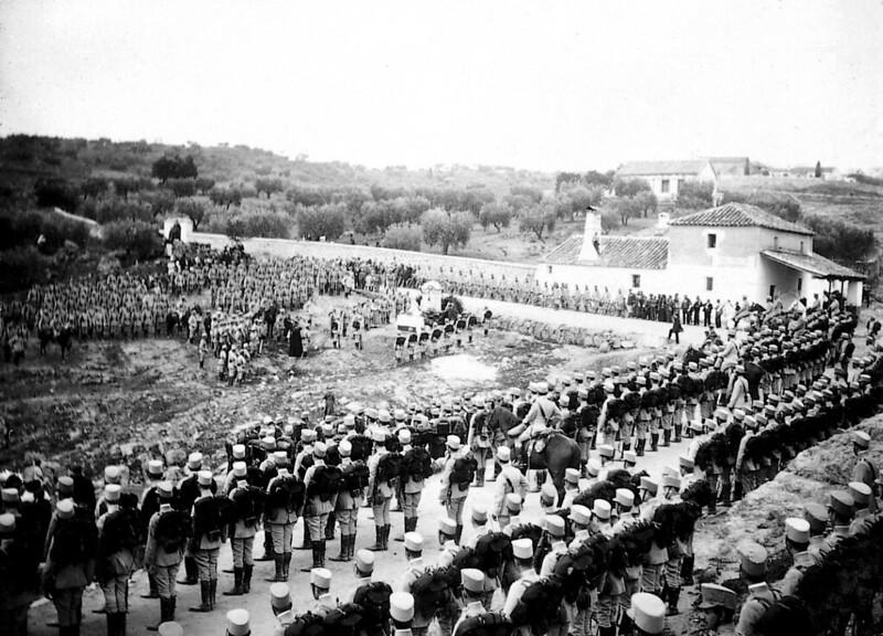Homenaje al cadete Luis Almansa un año después de su muerte. Inauguración de su mausoleo-monumento el 9 de abril de 1911. Foto de Aurelio Rodero, fototeca del diario ABC.