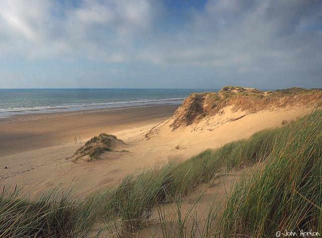 Sand and sea (In Explore)