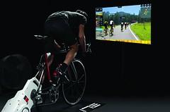JAK NA TRIATLON: Hodiny na trenažeru zpestří virtuální realita