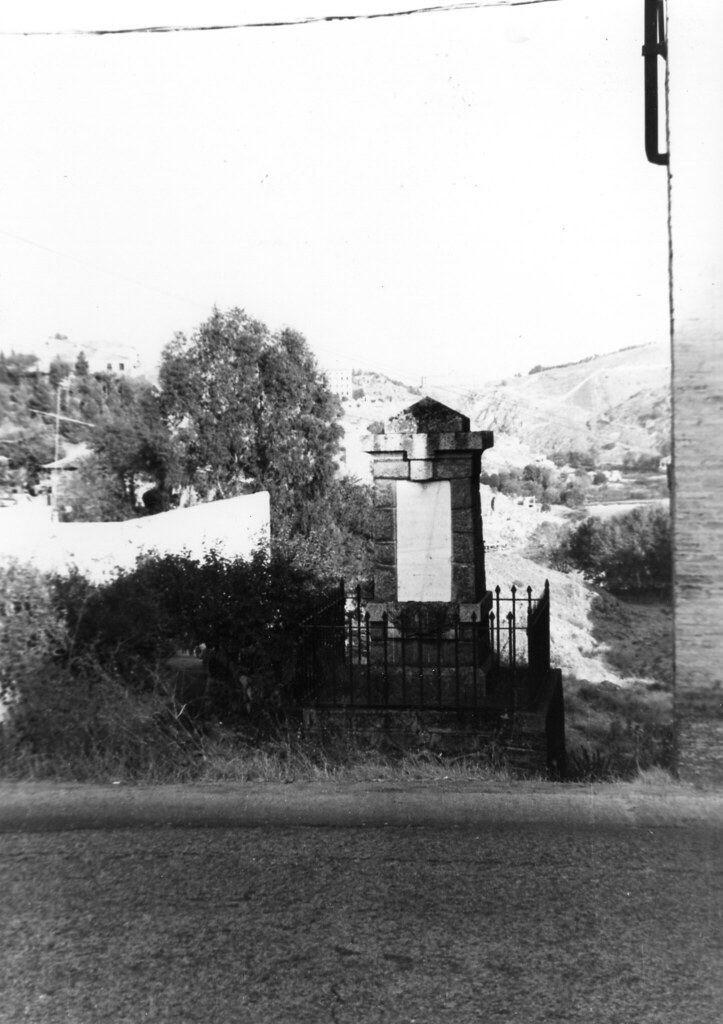Monolito del cadete Almansa en su antiguo emplazamiento, mediados del siglo XX. Colección de José Luis Isabel