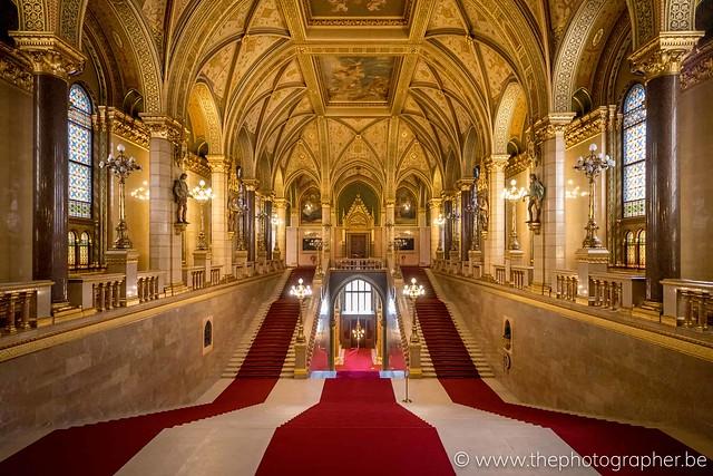 De inkomhal van het parlementsgebouw van Boedapest