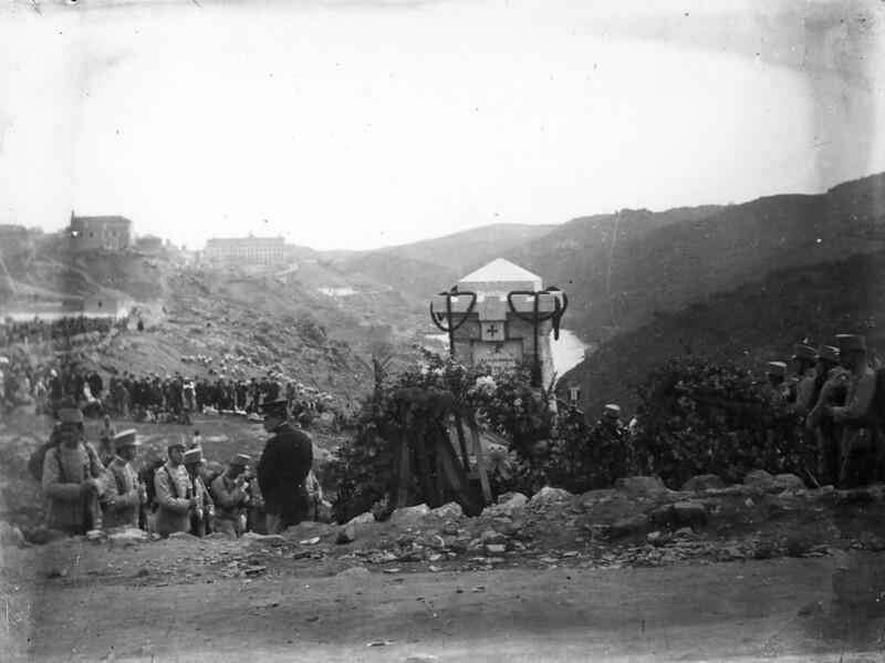 Inauguración del monumento al cadete Almansa el 9 de abril de 1911. Foto de Aurelio Rodero. Colección de José Luis Isabel.