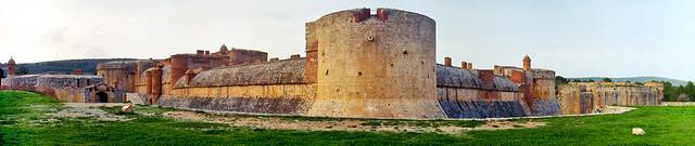 La pedra angular de la nostra frontera / The northern fortress