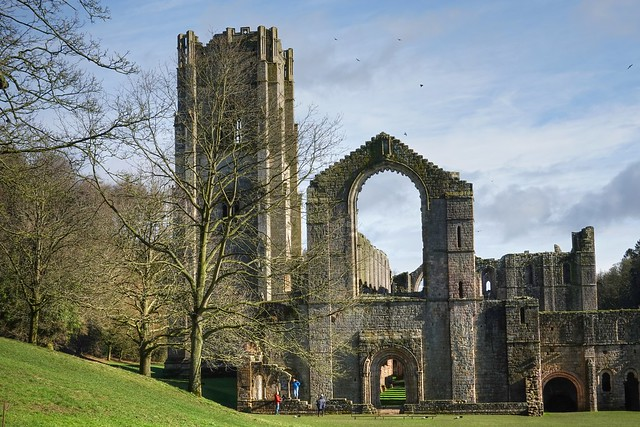 Fountains Abbey, Western elevation