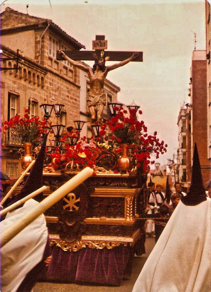 1976-04-16_trono_cristo_expiracion_outdoor2