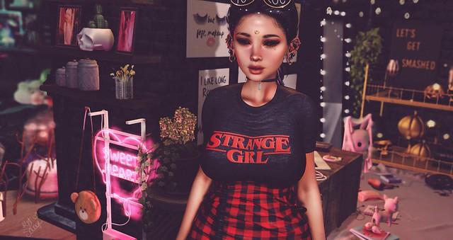 {850} Strange girl.