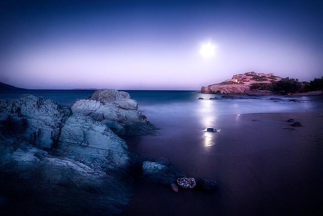 Itanos by night