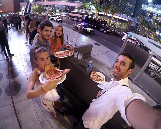 Comiendo pizza en Las Vegas
