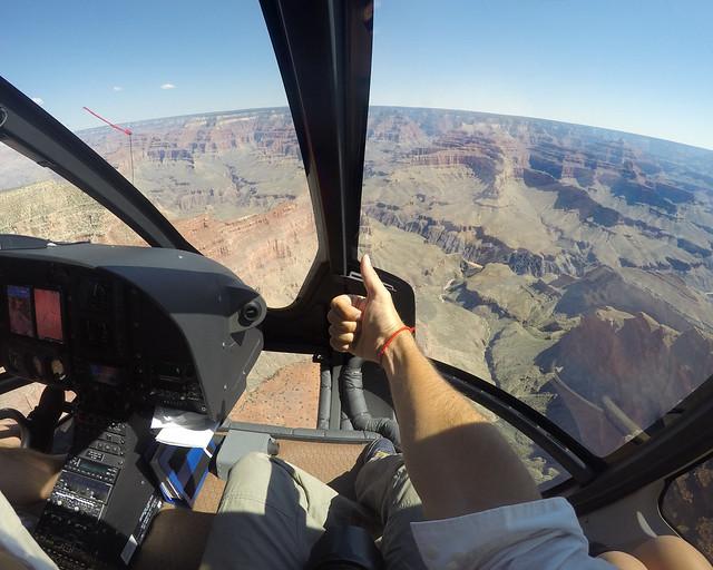 Helicóptero por el Gran Cañón