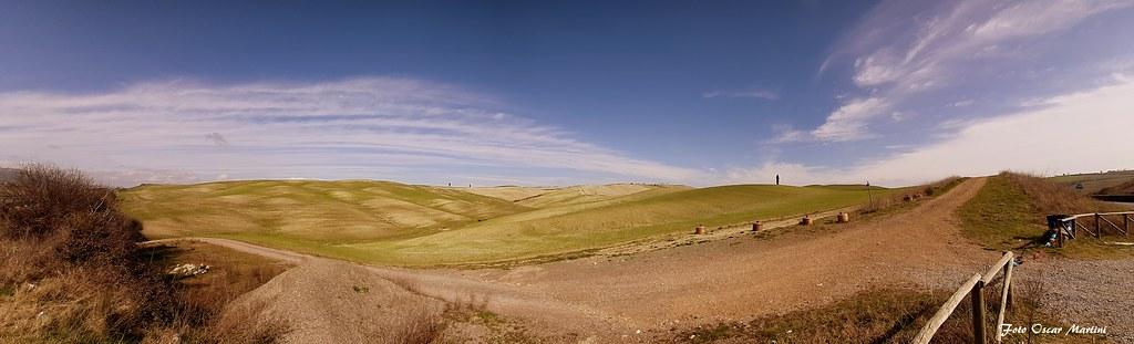 Oggi ognuno di noi sogna di correre lungo le meraviglie della natura. Da oggi impariamo a rispettare questo splendore. La Val Dorcia Siena.
