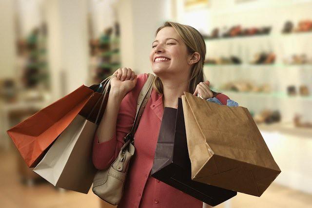 женщина за покупками