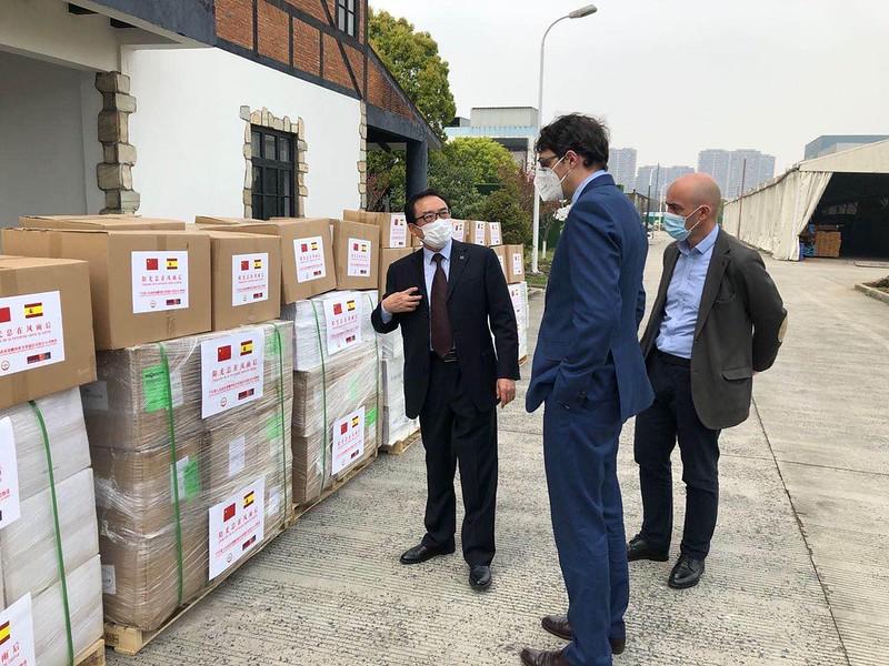 Donación material sanitario a MONDRAGON