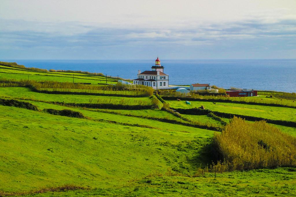 El Farol da Ponta Ferraria se encuentra en la zona oeste de la isla de Sao Miguel