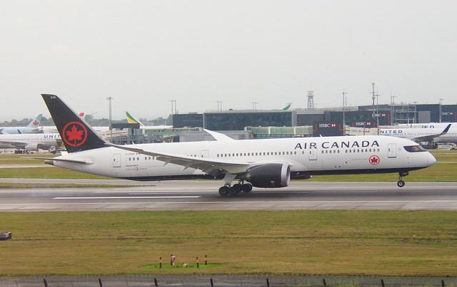 Air Canada C-FRSR Boeing 787-9 Dreamliner