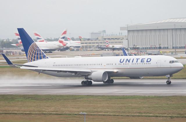 United Airlines N658UA Boeing 767-332(ER)