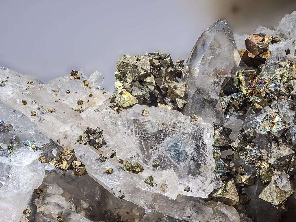 57b_fluorit+pyrit_G9_120B_Lomo-3,7_RL+LK