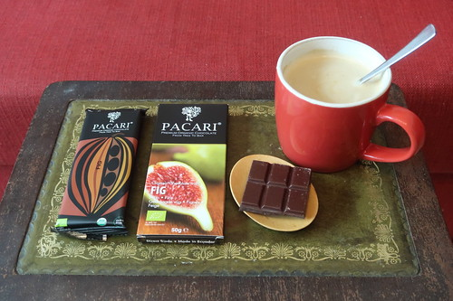 "PACARI Feige ""From tree to bar"" Schokolade (= in Ecuador produzierte Bio Schokolade) zum Nachmittagskaffee"