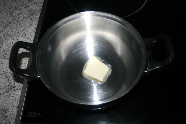 18 - Butter in Topf zerlassen / Melt butter in pot
