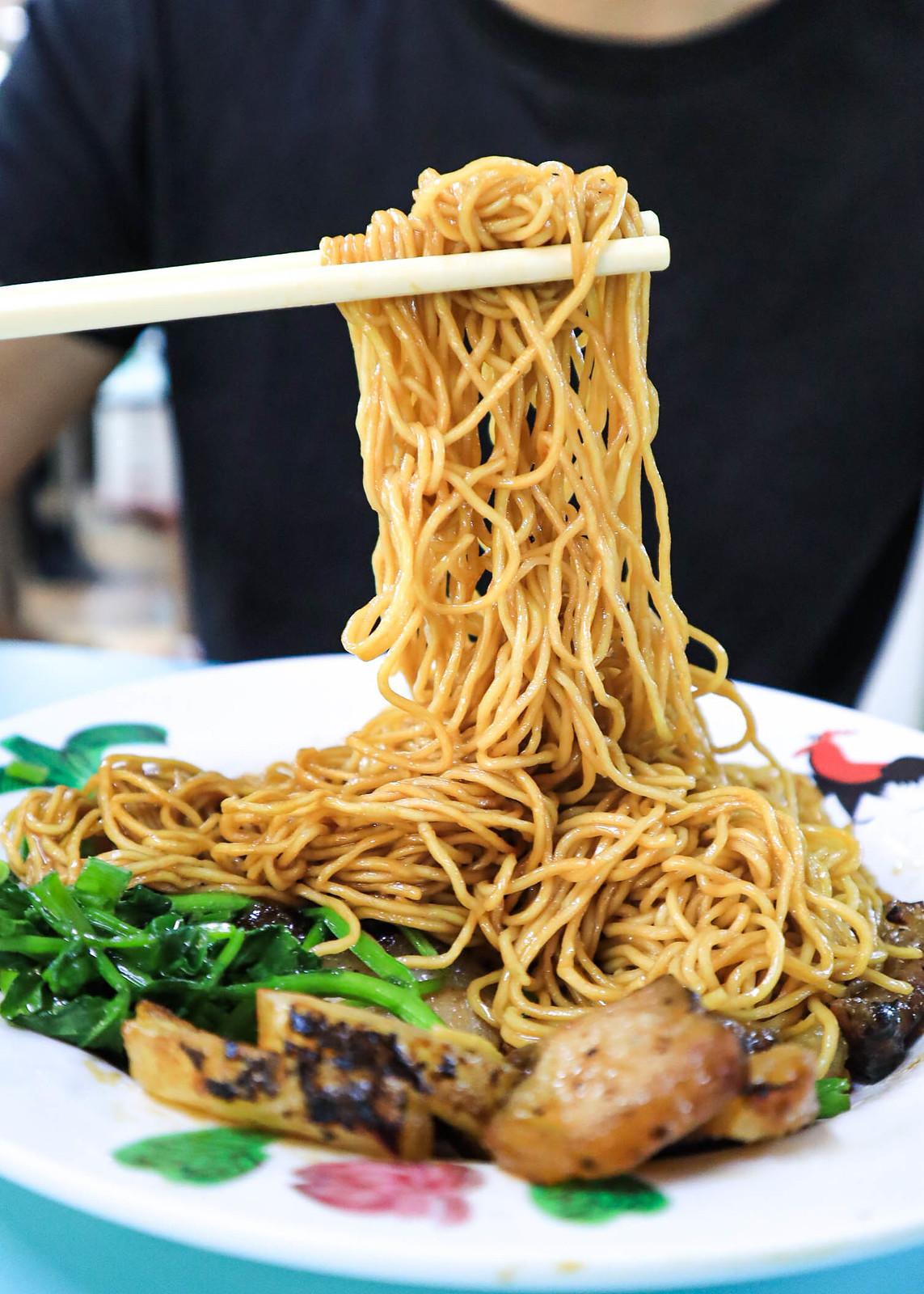 belly-lucky-noodle noodles handshot