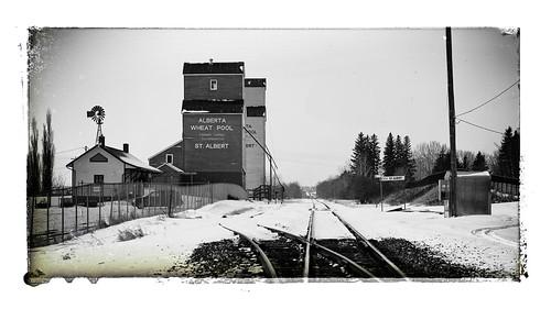 85mm a7ll sony transportation tracks cp cn railroad scenery looking old alberta kanada canada elevators stalbert grain ps afiinity photo bw nostalgia vintage antiek
