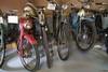 1950 Fahrrad mit Zündapp Motor u. Victoria Mofa (Rechts)