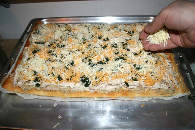 33 - Mit Käse bestreuen / Dredge with cheese