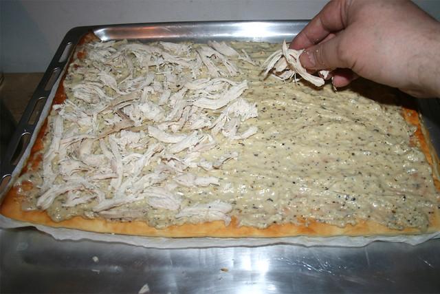 31 - Mit Hähnchenfleisch belegen / Add shredded chicken