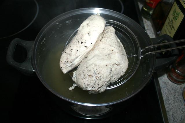 05 - Hähnchenbrust entnehmen & abkühlen lassen / Remove chicken breasts & let cool down