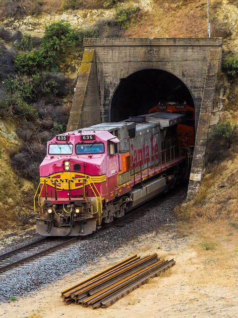 BNSF 635 at Tunnel 2