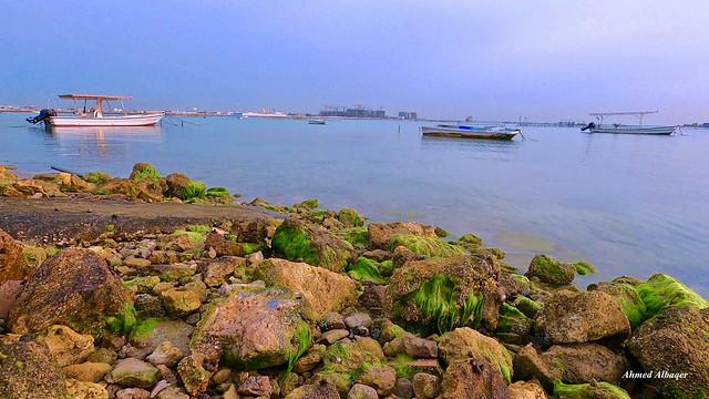 Sea , Small boats and Rocks...Bahrain بحـــرُُ و قوارب صغيرة و صخـــور