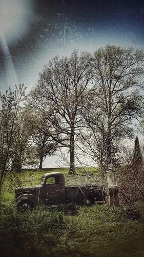 htt truckthursday oldtruck rust iowa mississippiriver rustytruck display gaspump vintage old grunge snapseed pitstop