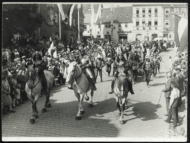 ArchivTappenV909 Historischer Umzug, Österreich, 1920er