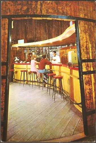 interior restaurant La Tina