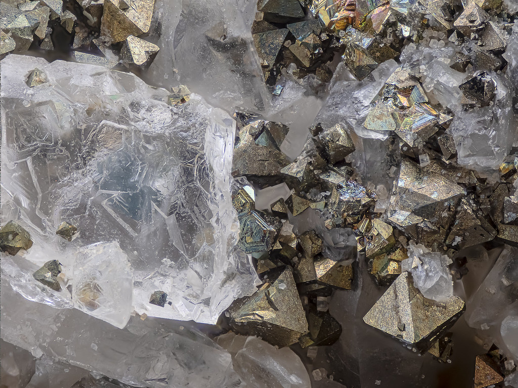 58ab_Fluorit+Pyrit_G9_70B_Semiplan6.3_RL+LK
