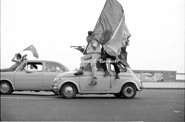Napoli (NA), 1970, Festeggiamenti durante i mondiali di calcio.