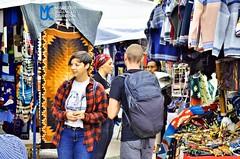 Turistas en la Plaza Centenario o de los Ponchos