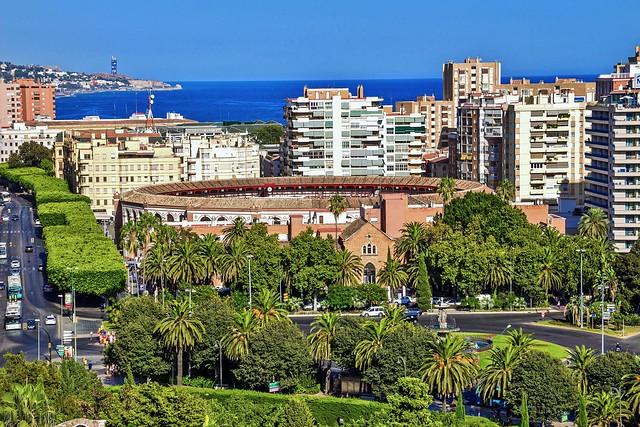 Málaga, Andalucía, España, Plaza de Toros de La Malagueta vista desde El Castillo de Gibralfaro. IMG_5401
