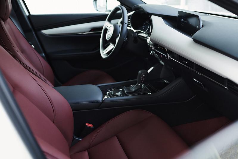 2020_100thSV_BRD15_EU_LHD_Mazda3_Interior_L