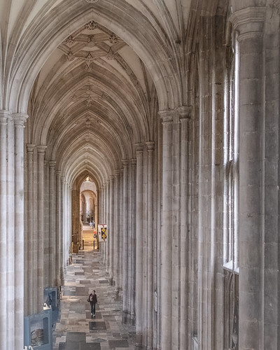 winchester cathedral archways