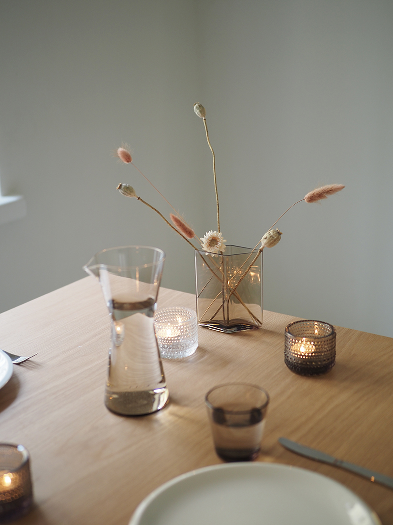 Ruutu-maljakko ruskea