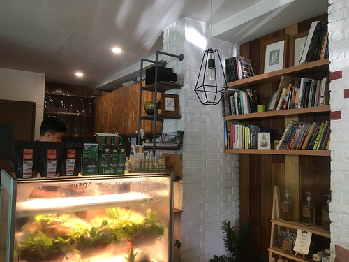 Hillside Cafe, Tomas Morato | by beingjellybeans