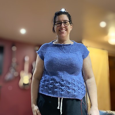 Jen sent me this photo of her Calla Sweater by Natasja Hornby! It looks stunning already! Knit using Hikoo Rylie.