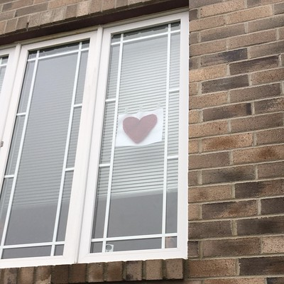 Sandi knit this to put on her window to show support for health care workers through the Hearts in the Window movement! Pattern is Domino Heart by Johanna Mäki, a free Ravelry download.