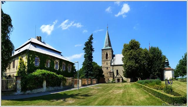 Charvatce - Kostel Nanebevzetí Panny Marie, fara a kaple sv. Anny