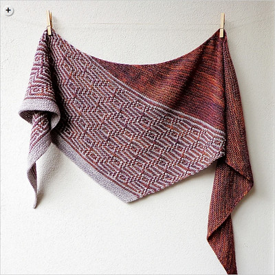 Another great pattern using three skeins of Dos Tierras is Barnstable by Lisa Hannes
