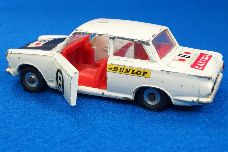 RD28104 1965-70 Dinky Toys 212 Ford Cortina East African Safari Rally England 1-43 DSC02209