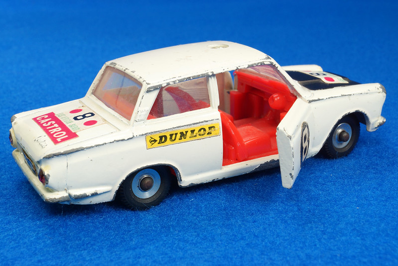 RD28104 1965-70 Dinky Toys 212 Ford Cortina East African Safari Rally England 1-43 DSC02210
