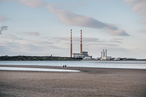 Sandymount beach, Dublin | by darkmavis